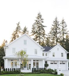 I love this classic white home 😍. In 25 years I bet this house will still be gorgeous as ever! Hoping our new build will look timeless ; White Farmhouse Exterior, White Exterior Houses, Exterior House Colors, White Houses, Farmhouse Design, Exterior Design, Farmhouse Style, Farmhouse Homes, Modern Farmhouse
