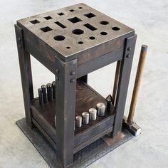 Blacksmith Workshop, Blacksmith Forge, Metal Workshop, Blacksmith Projects, Forging Tools, Forging Metal, Metal Working Tools, Metal Tools, Metal Projects