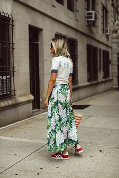Floral skirts and outfit ideas: tropical print maxi skirt, woman graphic tee, red adidas sneakers, skirt and sneakers outfit, street style. Milano Fashion Week, Milan Fashion, Spring Fashion, Holiday Fashion, Winter Fashion, Skirt Fashion, Fashion Outfits, Boho Fashion, Style Fashion