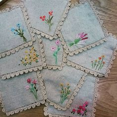 coasters with small embroidery flowers and simple crochet eding Types Of Embroidery, Embroidery Applique, Cross Stitch Embroidery, Embroidery Patterns, Bird Quilt Blocks, Sewing Appliques, Tatting Lace, Handmade Christmas Gifts, Needlework
