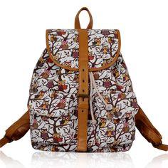 Štýlový dámsky ruksak, ktorý zaujme každú z vás svojím kresleným motívom. Ruksak je potlačený kreslenými sovami. V prednej časti ruksaku sú dve predné vrecká a jedno veľké hlavné. Hlavný úložný priestor sa uzatvára sťahovacou šnúrkou a následným vrchným krytom na pracku. Ruksak je možné nosiť aj v r