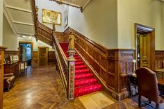 A beautiful manor house ideal for rental within the cotswolds. The beautiful reception room