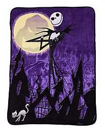 The officially licensed Nightmare Before Christmas 'Pumpkin King' Fleece Blanket is made from a fabric known for its amazing softness and colors that stay vibrant! Nightmare Before Christmas Merchandise, Nightmare Before Christmas Costume, Nightmare Before Christmas Pumpkin, Christmas Costumes, Halloween Town, Spirit Halloween, Halloween Stuff, Creepy Home Decor, Halloween Decorations