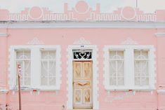 casas antigas fachada colorida cor de rosa em goias velho cidade de goias    Roteiro de viagem fofo    blog do math  www.blogdomath.com.br  insta: @mathdoblog    Usou? Dê os créditos!  Vamos fazer da internet um lugar melhor (juntos)
