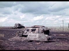 1943, Russie, Région de Belgorod, Carcasses de chars russes