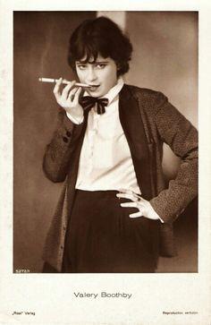 Weimar cinema star Valerie Boothby Life IS a cabaret. Cabaret, Silent Film Stars, Movie Stars, Belle Epoque, Vintage Beauty, Vintage Fashion, Edwardian Fashion, Fashion 1920s, Couture Fashion