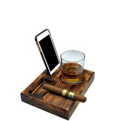 Good Cigars, Cigars And Whiskey, E Pipe, Cigar Gifts, Cigar Holder, Cigar Accessories, Cigar Room, Oak Stain, Glass Holders