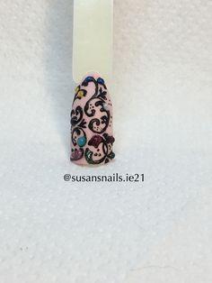 Nail art - 3D & swirls nail design