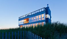 Prefab Gives Long Island Seashore Home Focus and View
