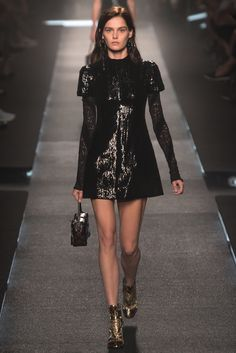 Louis Vuitton - Spring 2015 Ready-to-Wear - Look 47 of 49 - Fashion - Moda - Mode - Muoti - мода - Modă - אופנה - μόδα - 時尚 - 时尚 - موضة Runway Fashion, High Fashion, Fashion Show, Fashion Design, Paris Fashion, Fashion Bags, Trend Council, Pre Owned Louis Vuitton, Red Carpet Looks