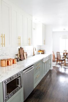How to Style Copper in the Kitchen: Copper and Gold Details in a Mid-Century Kitchen Makeover