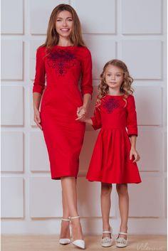 Сукня-футляр з вишивкою для мами • червоний • придбати онлайн • vilenna.ua