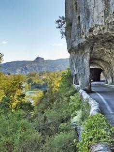 Route touristique des défilés de Ruoms en sud Ardèche. #ruoms #ardeche #payruomsois #défilés #route #falaise #riviere #nature #paysage #landscape