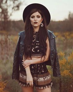Women S Fashion In The Witch Fashion, Pagan Clothes, Bohemian Boho Style, Goth Clothing Source by lorislaboratory goth outfits Goth Hippie, Hippie Style, Bohemian Style, Boho Chic, Witch Fashion, 80s Fashion, Grunge Fashion, Look Fashion, Fashion Women