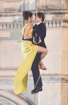 Tom Cruise and Rebecca Ferguson hang from Vienna Opera House for Tom Cruise, Celebrity Workout, Celebrity List, Rebecca Ferguson Hot, Rebecca Fergusson, Danielle Campbell The Originals, Ethan Hunt, Stunt Woman, Clint Walker