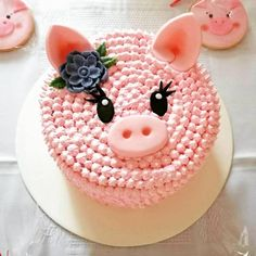 Fondant cake 🎂 with butter cream. So delicious 😋 you can't resist your cravings to have more 😉😁. Fondant Cake Designs, Fondant Cakes, Pig Cupcakes, Cupcake Cakes, Pretty Cakes, Cute Cakes, Piggy Cake, Pig Birthday Cakes, Bolo Minnie