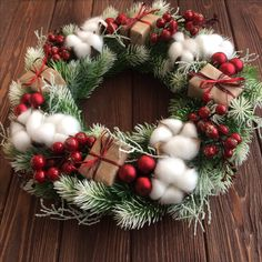 Hey are you ready for Awesome Christmas Decorations Apartment Ideas ? all of best and amazing lets read more and enjoy our Awesome Christmas Decorations Apartment Ideas pins. Christmas Wreaths For Front Door, Gold Christmas Decorations, Rustic Christmas, Christmas Crafts, Christmas Candles, Christmas Trees, Spanish Christmas, Christmas Flowers, Christmas Quotes
