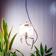 Lampara Lamp IT: la lámpara cambiante. El estudio Fragments de Barcelona ha creado una lámpara de diseño que cambia de apariencia según desees.
