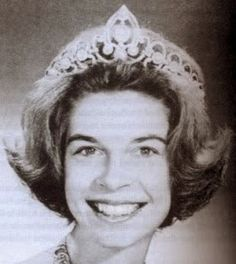 Princess Irene of Greece, sister of King Constantine II of Greece and Queen Sophia of Spain. Daughter of King Paul of Greece and Frederika of Hanover. Princess Irene has never married. Royal Crowns, Royal Tiaras, Tiaras And Crowns, Constantine Ii Of Greece, Queen Sophia, Princess Sophia, Greek Royalty, Greek Royal Family, Christian Ix