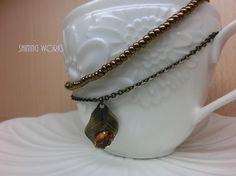 天然石シトリン(黄水晶)のネックレスです。石の大きさは10×6ミリです。ネックレスはビーズと金古美(素材:丹銅)のチェーンを使用しています。ネック... ハンドメイド、手作り、手仕事品の通販・販売・購入ならCreema。