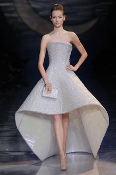 http://russian.fashionreporters.com/wp-content/gallery/armani-prive-hc-ss-2010/armani-prive-hc-ss-2010_05.jpg