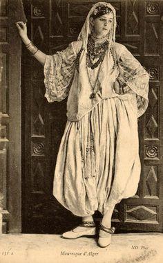 mauresque d'Alger Algeria Arab White Cotton Kaftan Turban. Lalla Fatma N'Soumer?