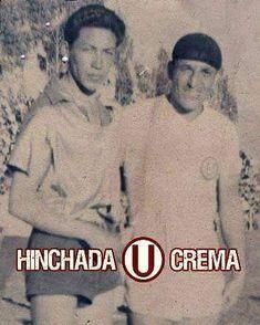 Cusco, junio de 1952.  Partido amistoso entre el Cienciano y el Club @Universitario de Deportes que terminó con la victoria de los cremas por 6 a 1.  Vemos al ídolo eterno, LOLO FERNÁNDEZ, junto a uno de los jugadores del equipo local...