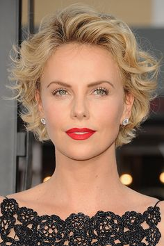 short hair-short hair cuts for women-short hair styles-short hair cuts- pixie cut- blonde- wavy hair- red carpet hair Hairstyles For Wavy Hair - Get Inspired To Look Stylish Curly Hair Styles, Curly Hair Cuts, Hair Styles 2016, Short Hair Cuts For Women, Short Hairstyles For Women, Cool Hairstyles, Short Haircuts, Haircut Short, Hairstyle Ideas