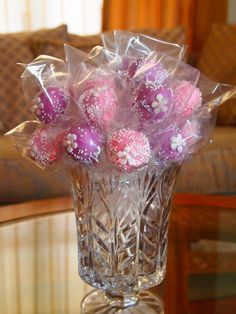 Cake Pop Bouquet.So cute -Ali, great loot bag add on, take one as you leave kind of thing