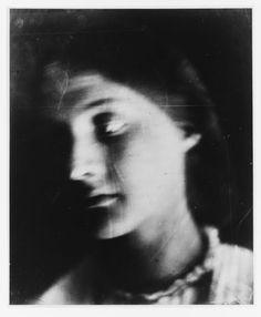 Julia Margaret Cameron - 'Julia my Niece as an Antique', 1864. Portrait of Julia Jackson, mother of Virginia Woolf. Via L'aquoiboniste