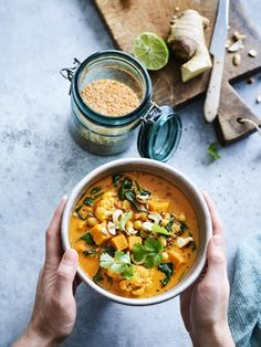 Cauliflower, chickpea and sweet potato curry- Veggie Recipes, Indian Food Recipes, Vegetarian Recipes, Easy Healthy Recipes, Cooking Recipes, I Love Food, Good Food, Healthy Diners, Plat Vegan