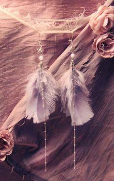 Silver Mauve Shooting Star Feather Earrings by Moonalia. Rose Mauve, Mauve Color, Blush Roses, Dusty Rose, Dusty Pink, Feather Jewelry, Feather Earrings, Boho Jewelry, Jewelry Ideas