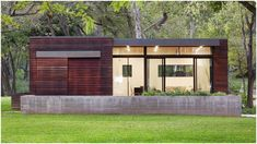 Love this 480 sq ft modern tiny house! Board Formed Concrete, Ipe Wood, Live Oak Trees, Steel Windows, Modern Tiny House, Sustainable Design, Contemporary Architecture, Box Studio, Building Design