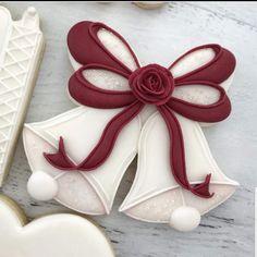 Wedding Bell Cookies Spice Cookies, Fancy Cookies, Royal Icing Cookies, Cake Cookies, Sugar Cookies, Cookie Decorating Icing, Cookie Cake Decorations, Decorating Tips, Christmas Bells