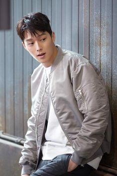 [장기용] 띵동♪ 장기용 선물이 도착했습니다 : 네이버 포스트 Korean Men, Korean Actors, Handsome Asian Men, K Wallpaper, Kim Min, Hug Me, Boy Hairstyles, Actor Model, K Idols