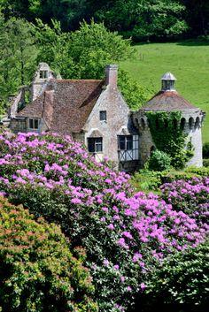 wanderthewood:  Scotney Castle, Kent, England by fredo101