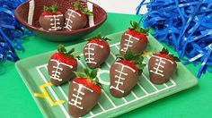 Another chocolate covered strawberry football recipe for this years tail gate parties. They are so fast, easy and delicious. #tailgate