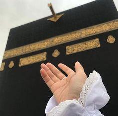 Kutsal mekânımız Kâbe'nin birbirinden güzel fotoğraflarını görmek için tıklayınız. Mecca Wallpaper, Quran Wallpaper, Islamic Wallpaper, Mecca Madinah, Mecca Kaaba, Allah Islam, Islam Quran, Photos Islamiques, Ramadan Start