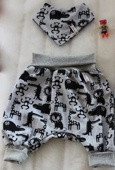 Baby Outfits, Toddler Outfits, Kids Outfits, Baby Clothes Patterns, Baby Patterns, Fashion Sewing, Kids Fashion, Baby Harem Pants, Baby Fabric