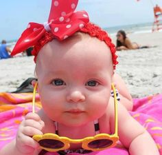 20 Cute and Funny Pictures Of Babies At The Beach funny beach adorable humor baby pictures cute baby pictures funny baby pictures baby beach pictures So Cute Baby, Cute Kids, Pretty Baby, Funny Babies, Funny Kids, Cute Babies, Baby Kids, Beach Babies, Baby Baby