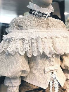 Victorian Fashion, Vintage Fashion, Vintage Dresses, Vintage Outfits, Grandeur Nature, Thai Traditional Dress, Thai Dress, Suzy, Couture Fashion