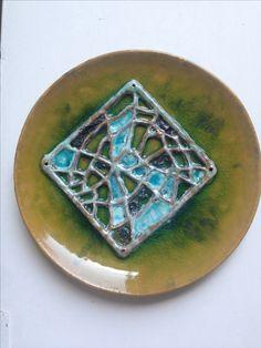 Piatto in ceramica. Tecnica mista