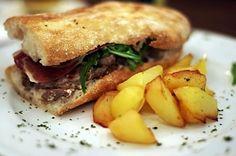 Foc i Oli - Le Cool Barcelona Sandwiches, Barcelona, Food, Baked Potatoes, Beverage, Finger Foods, Best Recipes, Uruguay, Eten