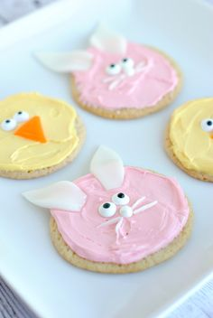 It's almost Easter and to be honest, I had another post planned for today but then I had the idea to make these cute little Easter cookies and I couldn't resist throwing in just one mor…