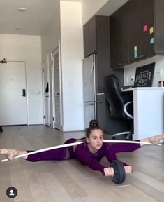Gymnastics Tricks, Gymnastics Workout, Flexibility Dance, Flexibility Workout, At Home Workout Plan, At Home Workouts, Yoga Videos, Workout Videos, Beautiful Yoga Poses