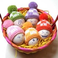 Find your favourite pattern with our collection of 53 easy Easter knitting patterns! Knit yourself fab Easter eggs, chicks, bunnies, baskets, and much more. Free Knitting, Knitting Patterns, Hat Patterns, Bonnet Crochet, Easter Presents, Diy Ostern, Easter Crochet, Egg Art, Egg Decorating