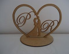 TOPO DE BOLO CORAÇÃO Laser Cutter Ideas, Laser Cutter Projects, Wooden Crafts, Diy And Crafts, 3d Puzzel, Wedding Topper, Scroll Saw Patterns, Glass Design, Wood Carving