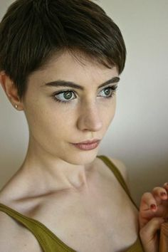 If you have thin hair, you may afraid of having pixie cut because it will look flat. But when you choose the right pixie haircut you will look fantastic! Check these Pixie Haircuts for Fine Hair You Can Try now and get inspired! Haircuts For Fine Hair, Short Pixie Haircuts, Pixie Hairstyles, Short Hairstyles For Women, Stylish Haircuts, Hairstyles 2016, Fine Hair Pixie Cut, Short Hair Cuts, Short Hair Styles