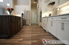 L-shaped kitchen features Colonial II Maple Alabaster & Belleair Maple Pecan cabinets