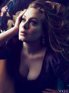 La chanteuse anglaise Adele, shootée par le magazine Vogue